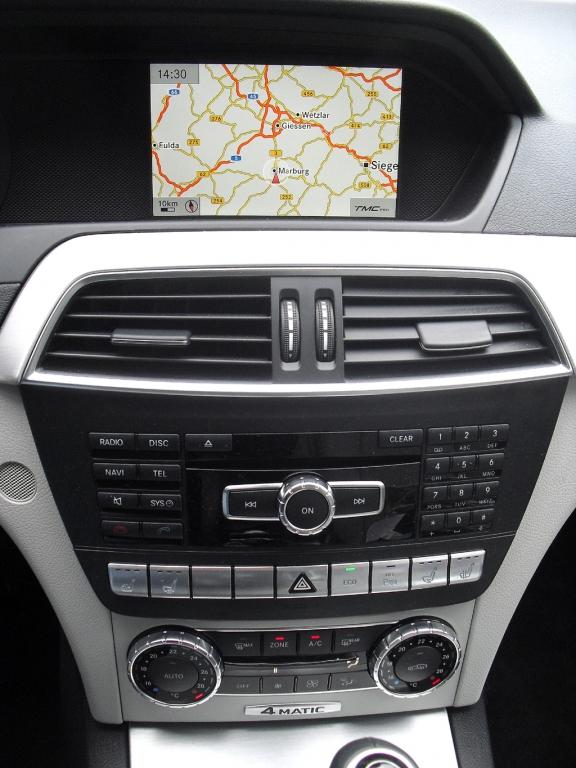 Mercedes C 250 CDI 4Matic: Blick auf den mittleren Armaturenträger.