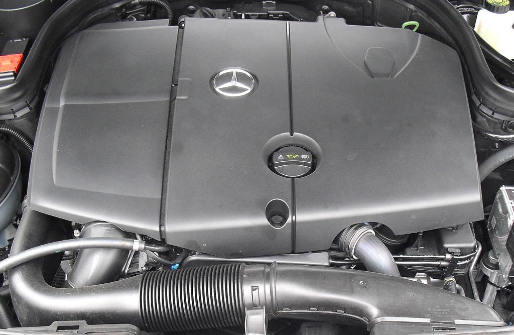 Mercedes C 250 CDI 4Matic: Blick unter die Haube auf den 2,1-Liter-Selbstzünder.