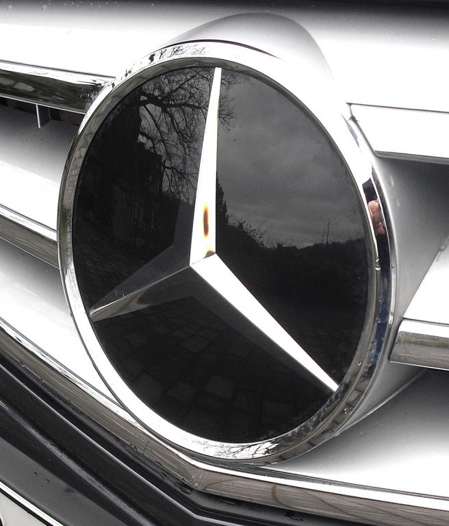 Mercedes C 250 CDI 4Matic: Der Markenstern prangt vorn mittig im Kühlergrill.