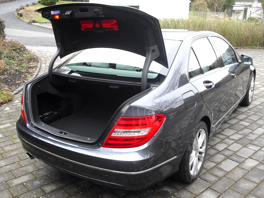 Mercedes C 250 CDI 4Matic: Ins Gepäckabteil passen 475 Liter hinein.