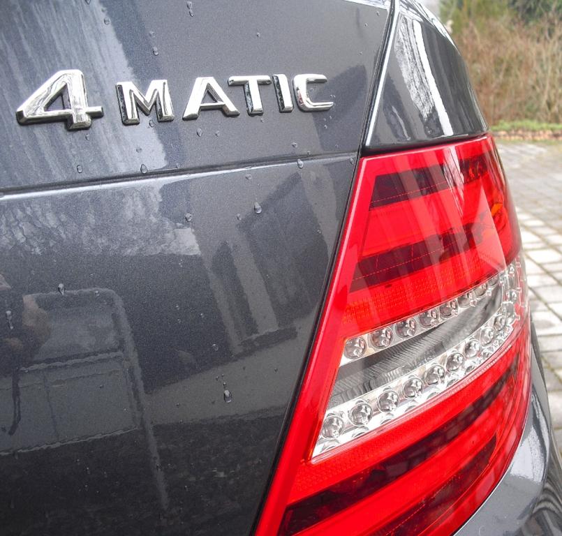 Mercedes C 250 CDI 4Matic: Moderne Leuchteinheit hinten mit Allradschriftzug.