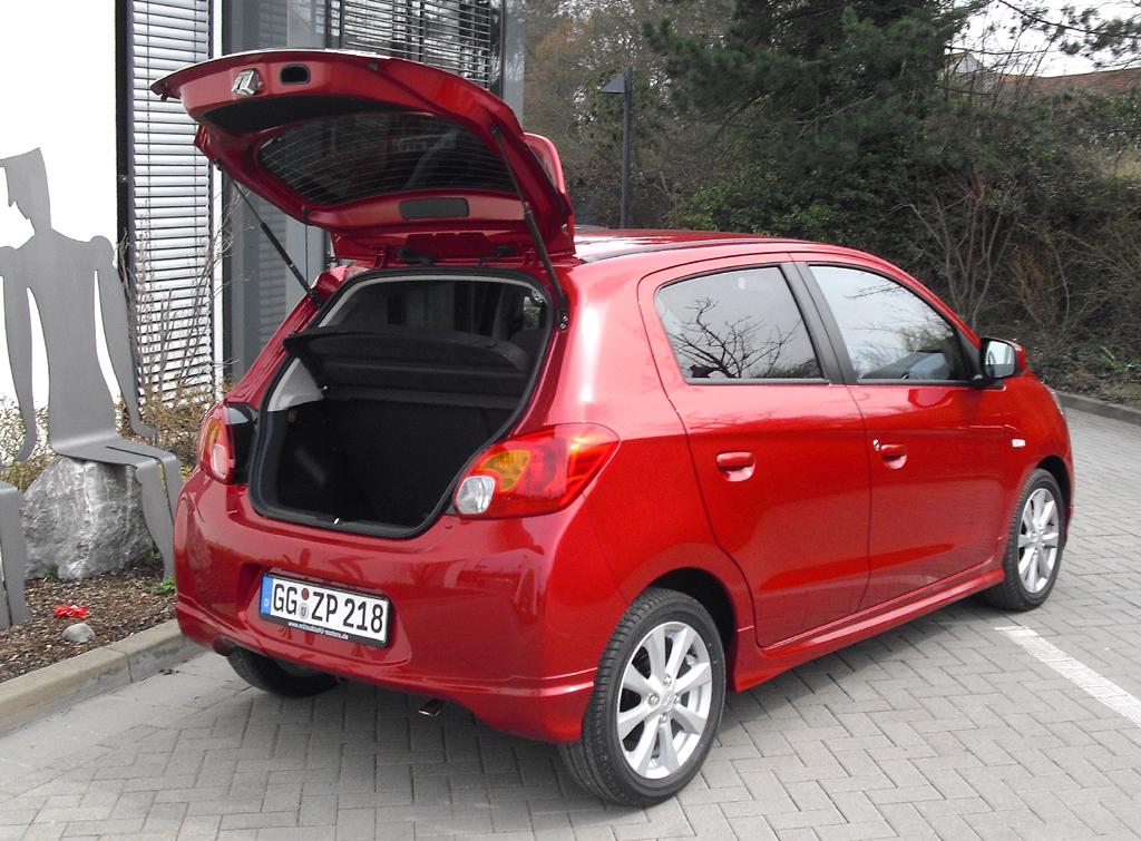 Mitsubishi Space Star: Ins Gepäckabteil passen 235 bis 912 Liter hinein.