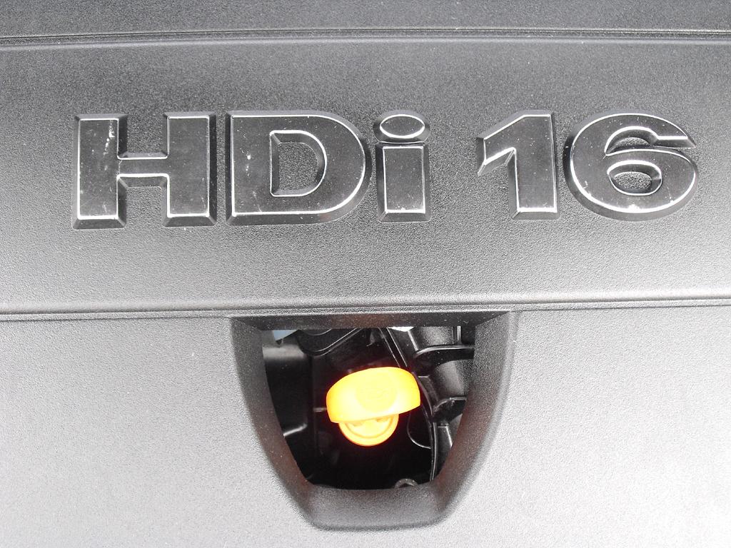 Peugeot RCZ: Blick unter die Haube auf den 2,0-Liter-Vierzylinder-Selbstzünder.
