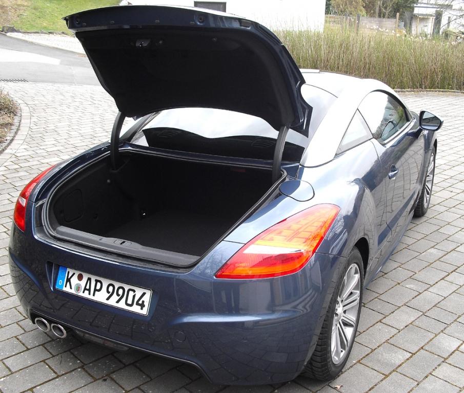 Peugeot RCZ: Ins relativ große Gepäckabteil passen 321 bis 639 Liter hinein.