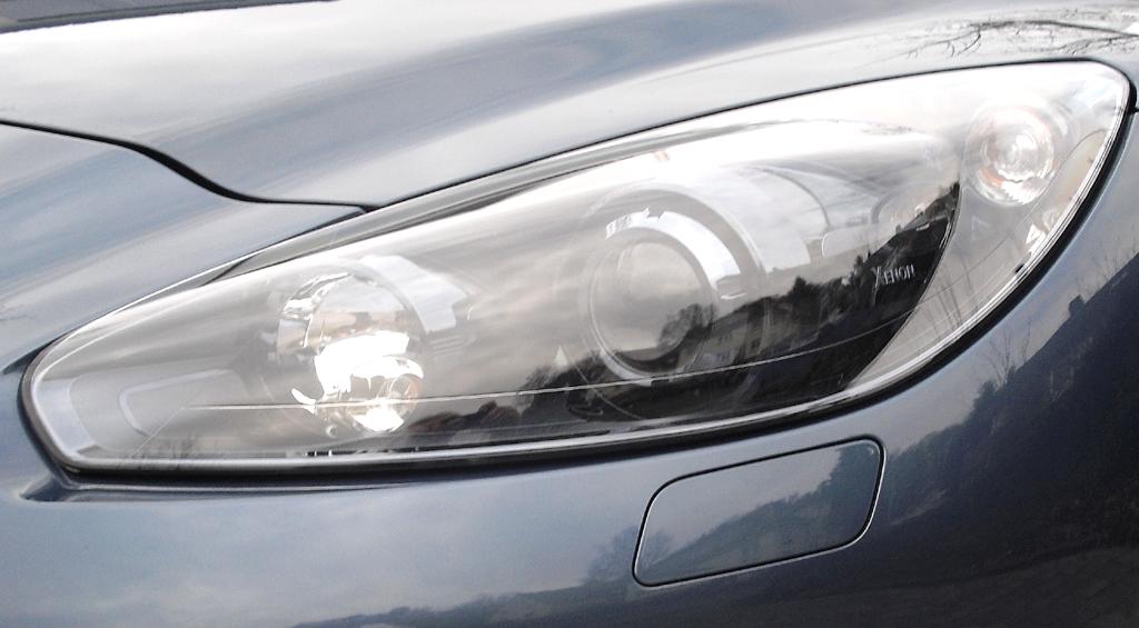 Peugeot RCZ: Moderne Leuchteinheit vorn.