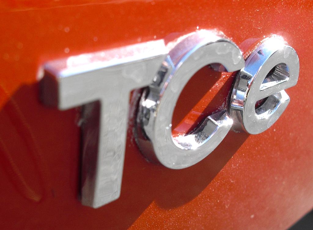 Renault Captur: Turbobenzin-Motorisierungsschriftzug am Heck.