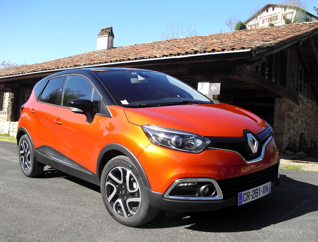 Renault Kompakt-Crossover Captur tritt äußerlich ziemlich kraftvoll auf.