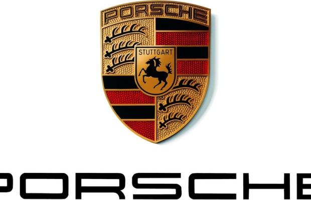 Schülerinnen schrauben bei Porsche