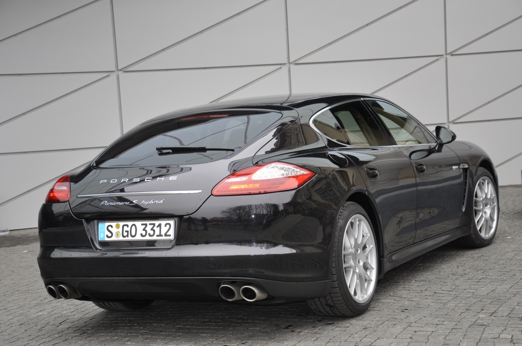 Test Porsche Panamera S Hybrid – Edel sei das Auto, hilfreich und gut.