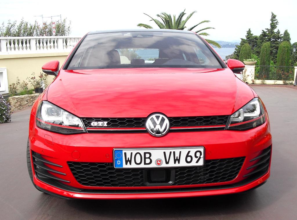 VW Golf GTI: Blick auf die Frontpartie.