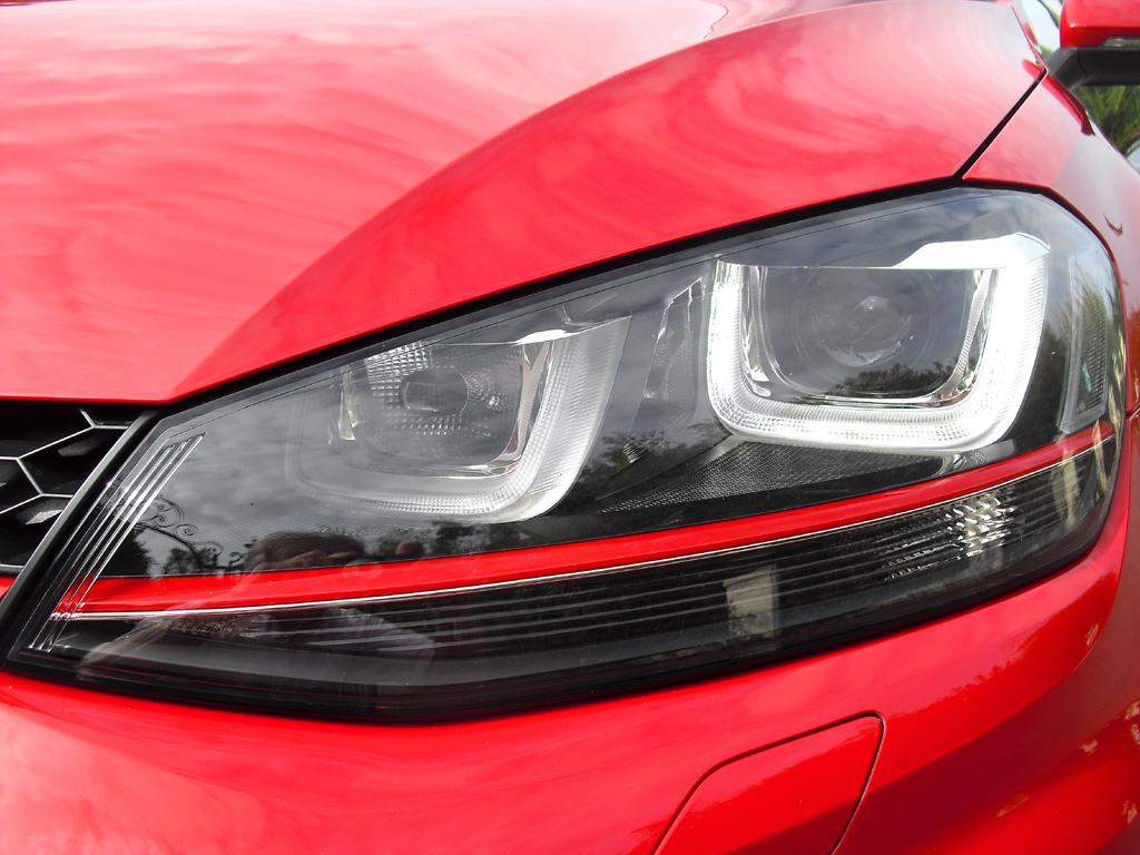 VW Golf GTI: Moderne Bi-Xenon-Leuchteinheit vorn.