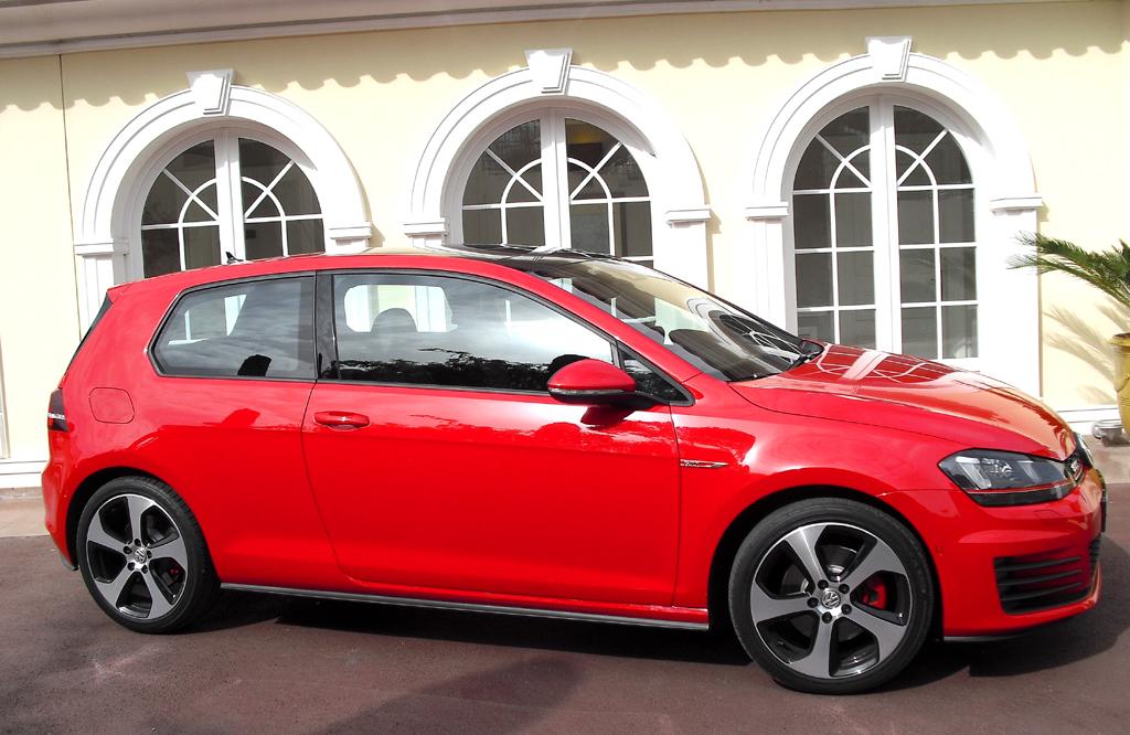 VW Golf GTI: So sieht das aktuelle sportliche Kompaktmodell von der Seite aus ...