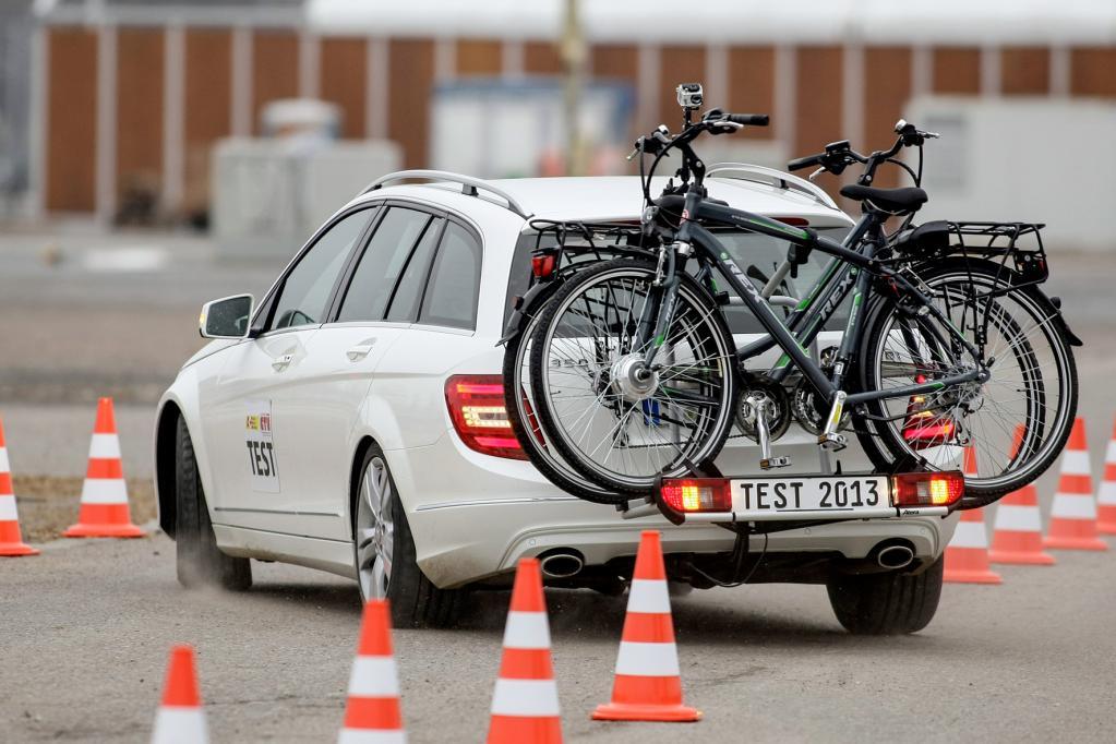 Zehn Fahrradträger im E-Bike-Test