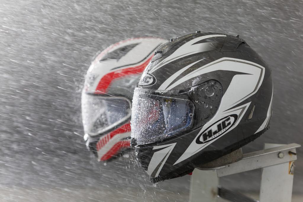 ADAC testet elf Motorradhelme