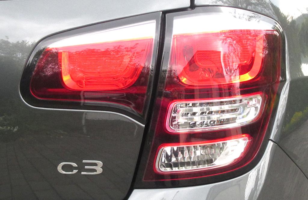 Citroën C3: Moderne Leuchteinheit hinten mit Modellschriftzug.