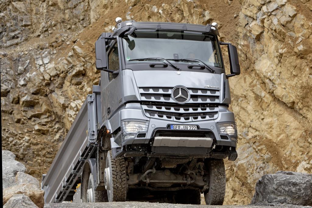 Der Arocs kostet in der dicksten Variante locker mehr als 300.000 Euro