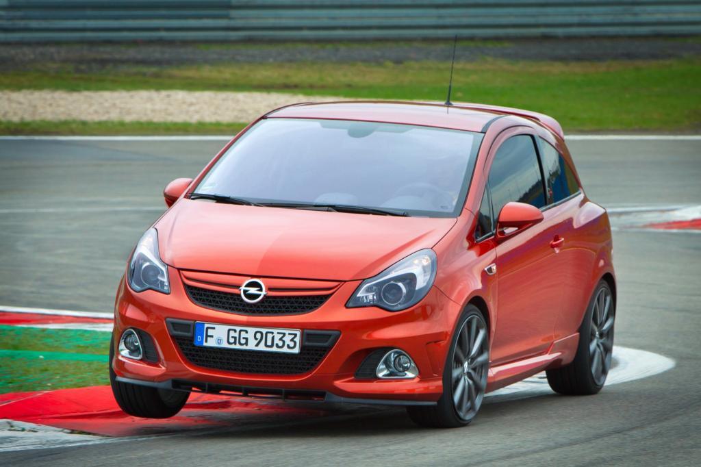 Der Track-Trainer soll Hobby-Rennfahrer lotsen - zum Beispiel im Opel Corsa OPC Nürburgring Edition