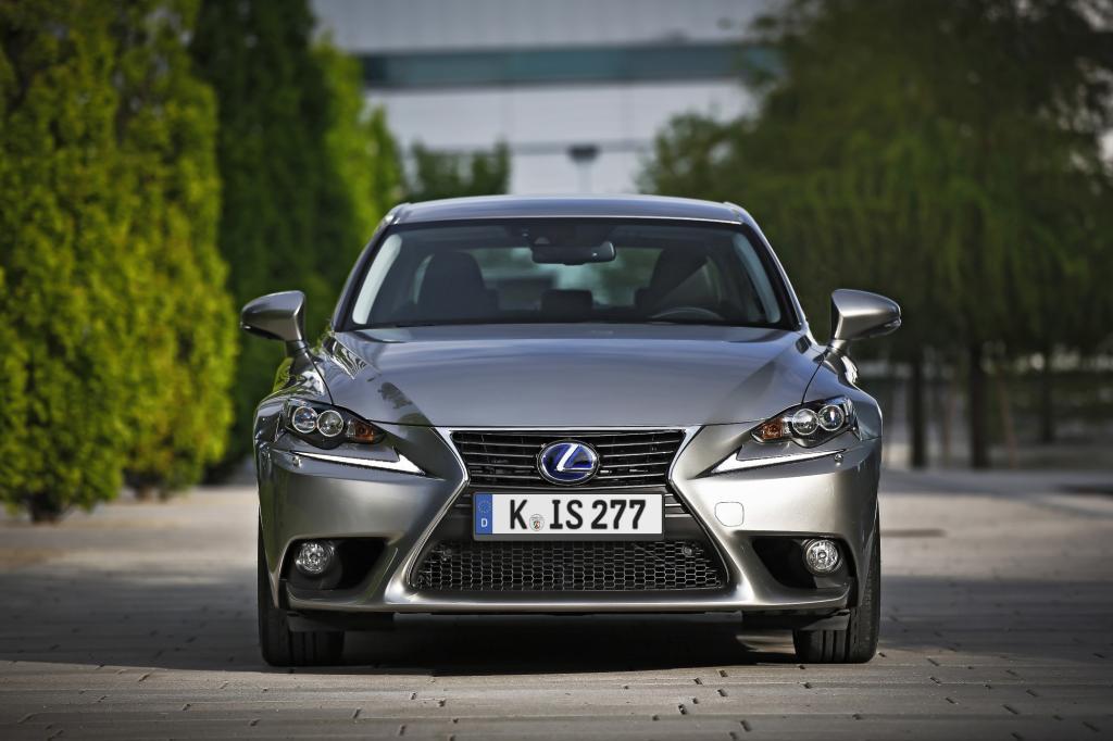 Die Preise starten bei 36.700 Euro für den Lexus IS 300h