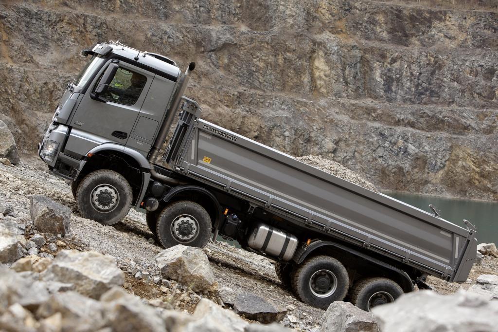 Ein Daimler rockt die Kiesgrube