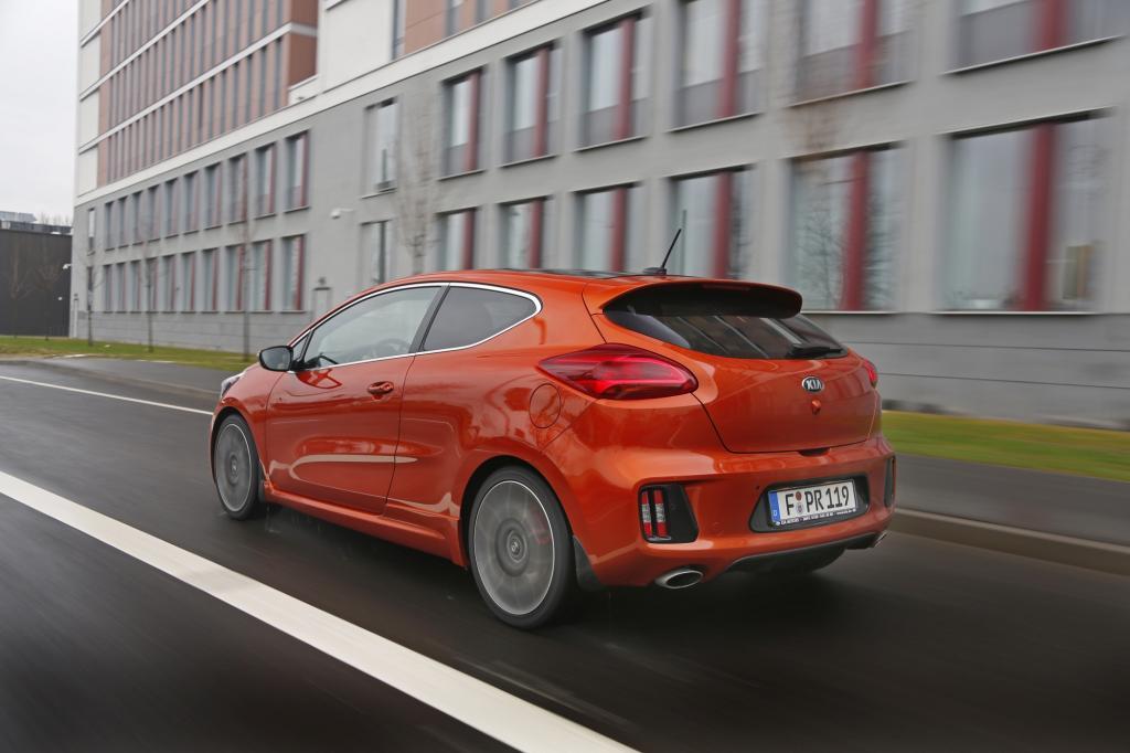 Für den GTI aus Wolfsburg zahlt man mindestens 28.350 Euro, den Kia gibt es schon für gut 5.000 Euro weniger