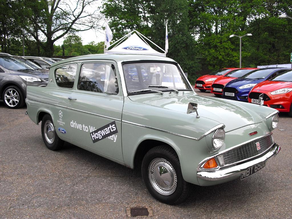 Harry's car: Unterwegs im Potter-Ford Anglia 105E - diesmal aber nicht verhext
