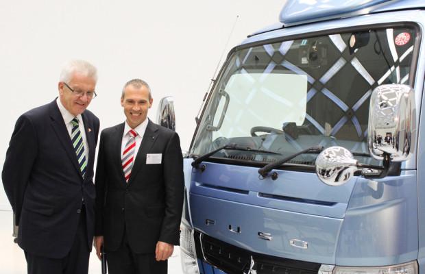 Kretschmann besucht Daimler-Hybridzentrum in Japan