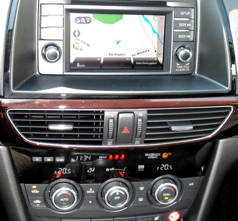 Mazda6: Blick auf den mittleren Armaturenträger.
