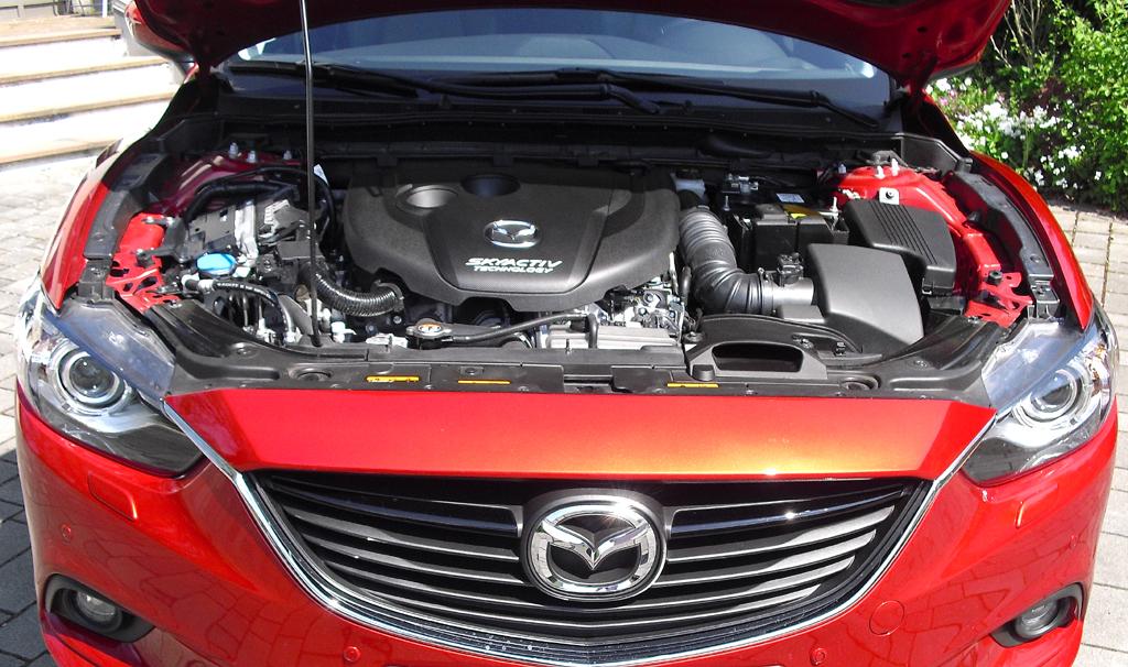 Mazda6: Blick unter die Haube auf den 2,2-Liter-Skyactiv-Selbstzünder.