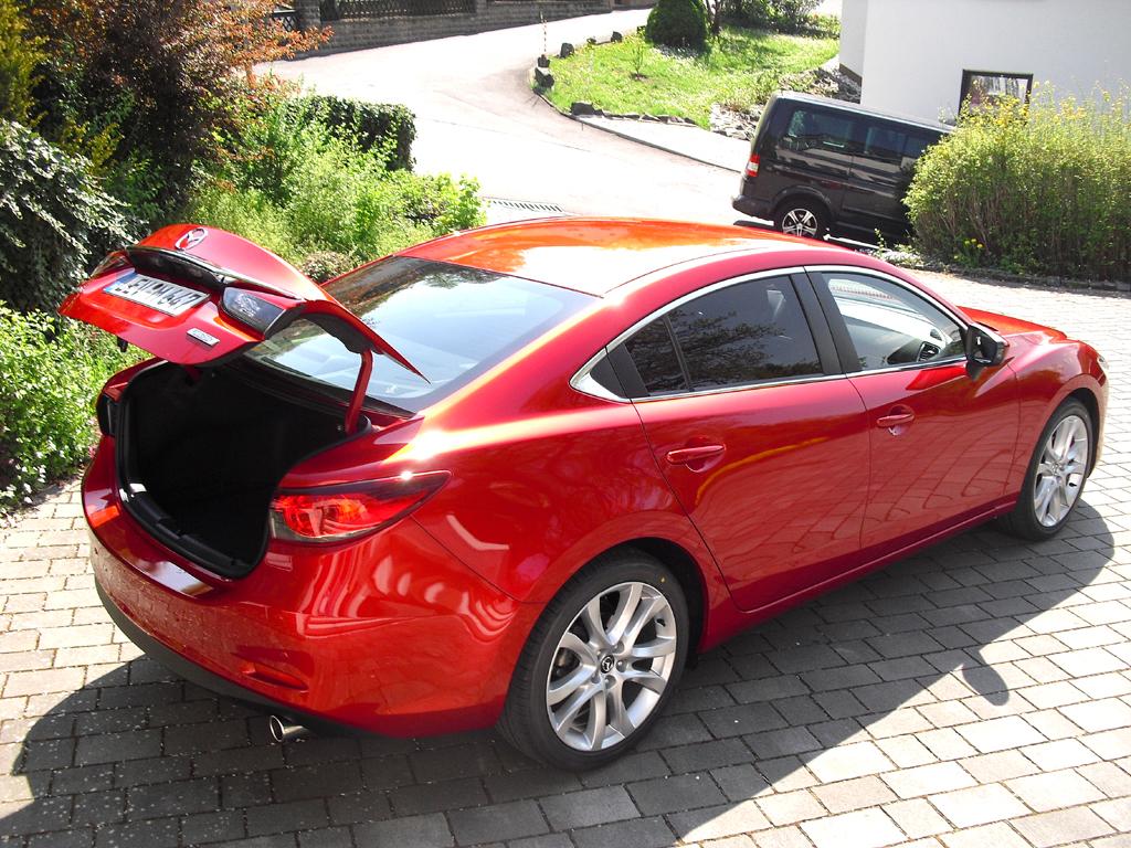 Mazda6: Ins Gepäckabteil der Limousine passen 489 Liter hinein.