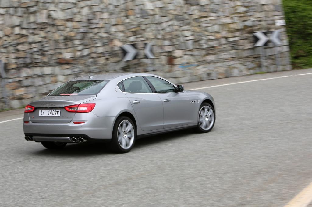Natürlich grollt der V6 nicht ganz so verlockend wie der V8. Doch schon beim Anlassen hört man ein charakteristisches Fauchen