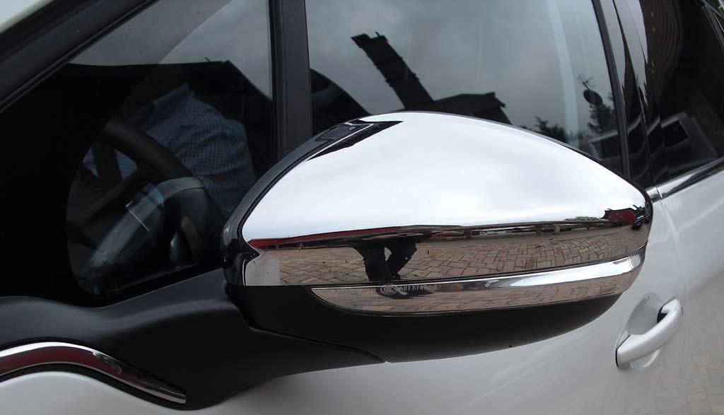 Peugeot 2008: Blick auf den Außenspiegel.