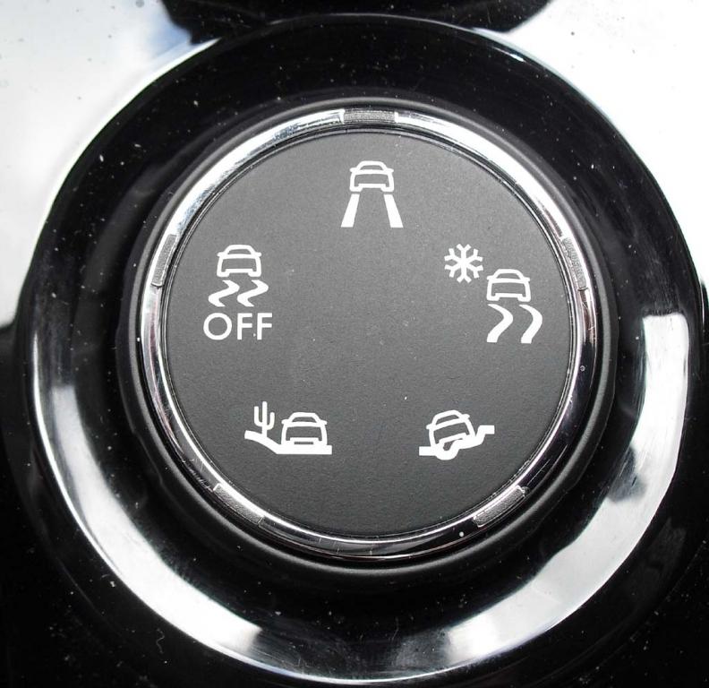 Peugeot 2008: Blick auf den Drehregler für das Grip Control genannte Anti-Rutschsystem.