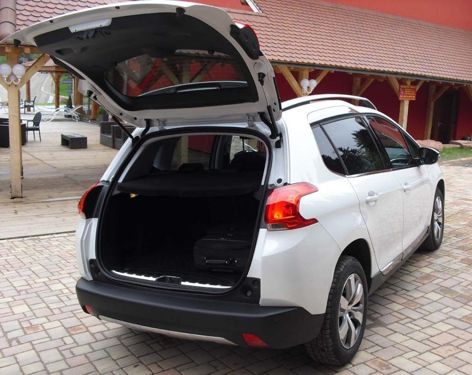 Peugeot 2008: Ins Gepäckabteil passen 360 bis 1194 Liter hinein.