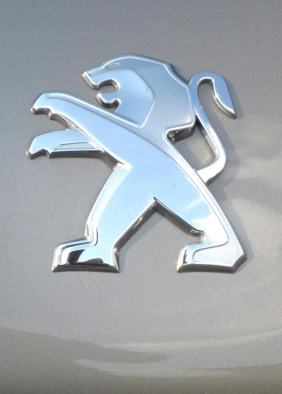 Peugeot 208: Der Markenlöwe sitzt vorn auf der Motorhaube.