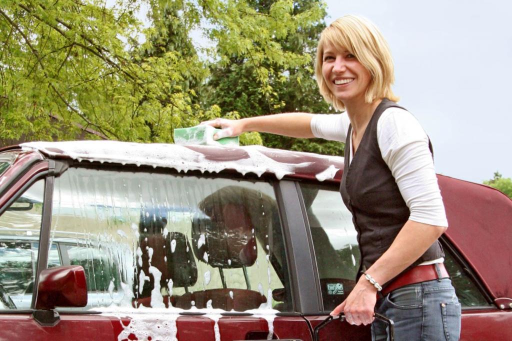 Ratgeber: Pflege für Cabrio-Verdecke - Sauber in die Saison