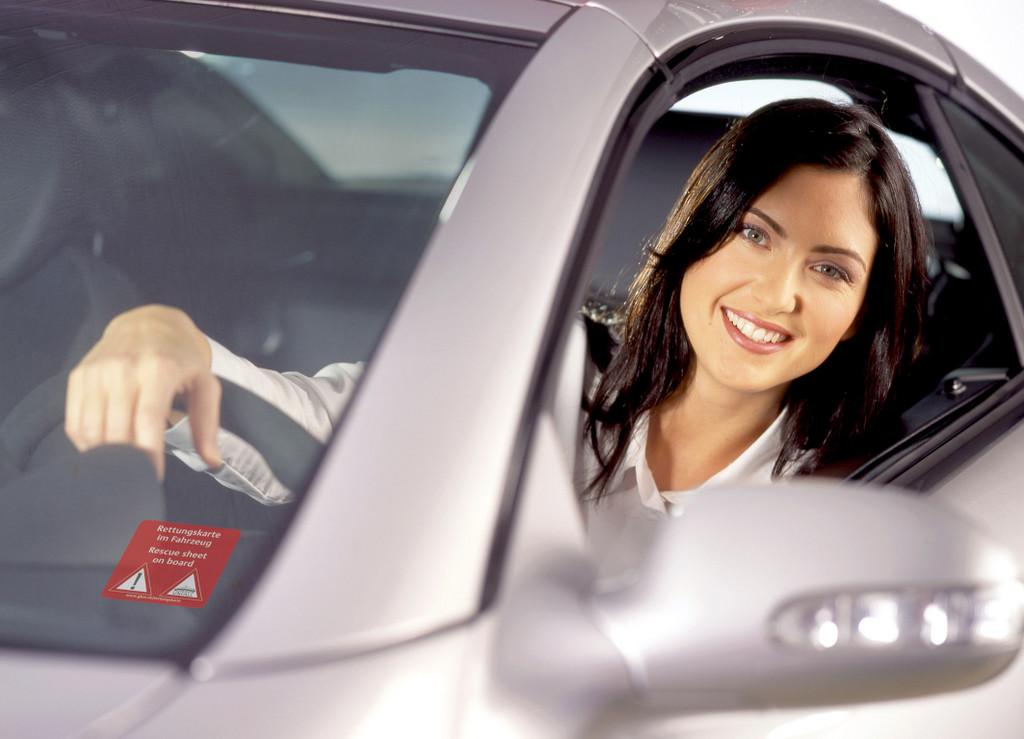 Ratgeber: Rettungskarte gehört ins Auto
