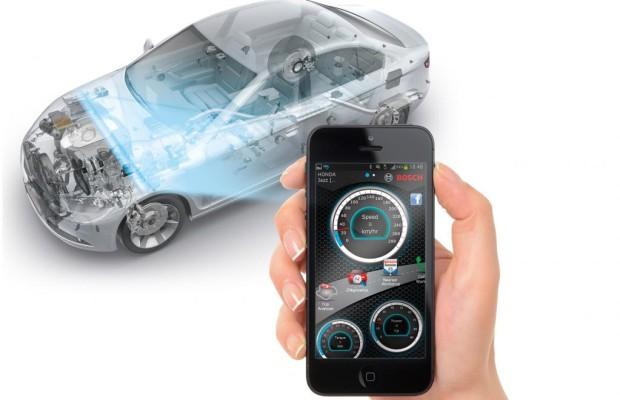 Smartphone verbindet Auto und Kfz-Werkstatt