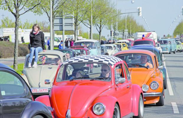 Tausende Volkswagen-Klassiker beim 30. Maikäfertreffen