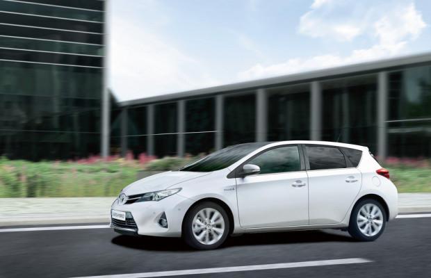 Toyota Auris Hybrid stößt nun drei Gramm weniger aus