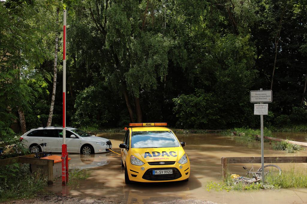 ADAC bei Hochwasserkatastrophe im Dauereinsatz