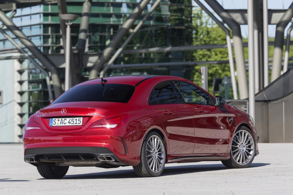 Als Durchschnittsverbrauch nennt Mercedes-AMG 6,9 Liter auf 100 Kilometer