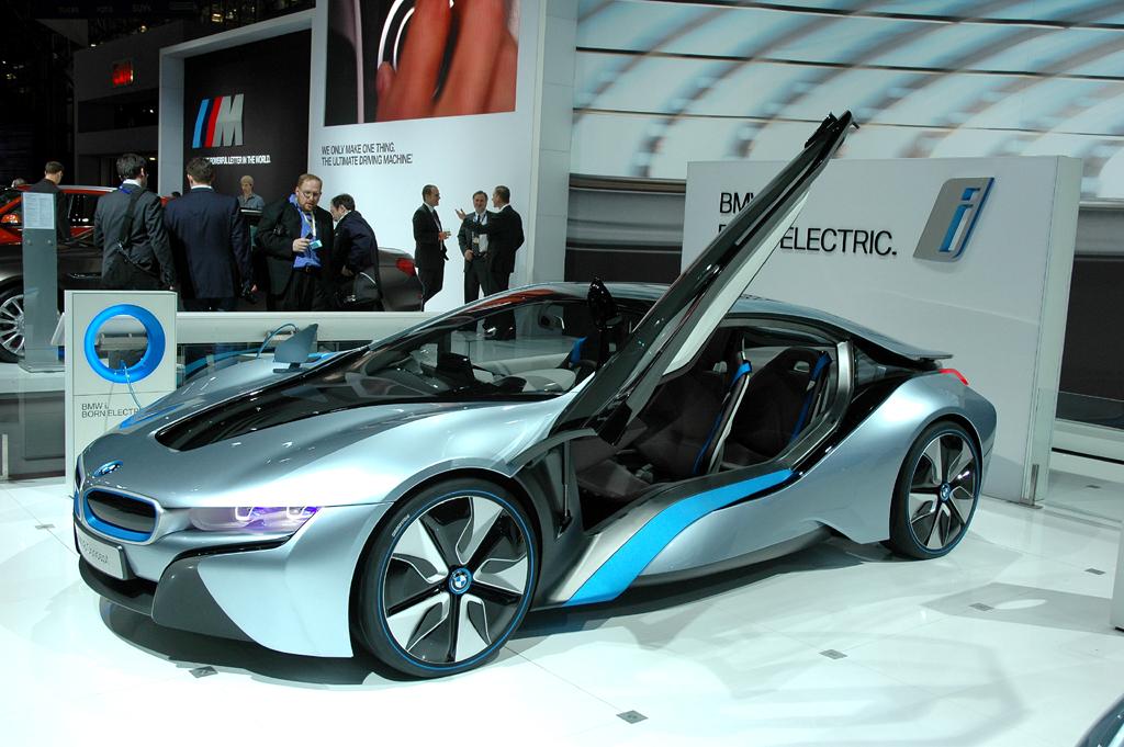 Auch beim i8-Sportwagen-Stromer von BMW bietet sich intelligente Vernetzung an.