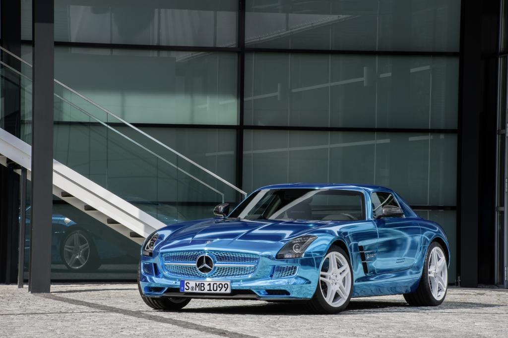 Auch die Fahrspaßmaschine Mercedes SLS electric drive muss sich nicht hinter der Benzin verbrennenden Konkurrenz verstecken