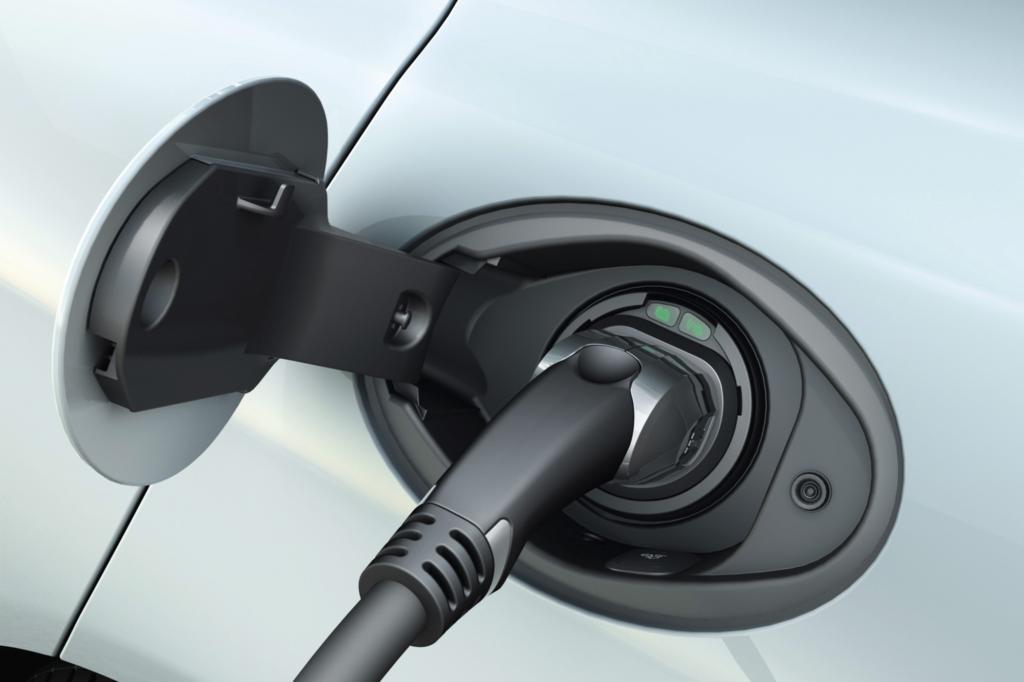 Aufgeladen ist die Batterie des Panamera S E-Hybrid in zweieinhalb Stunden an Schnelllade-Stationen