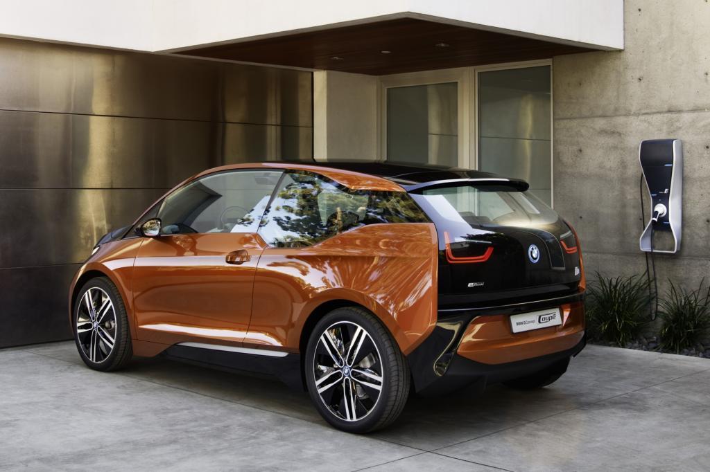BMW i3 mit Ladestation
