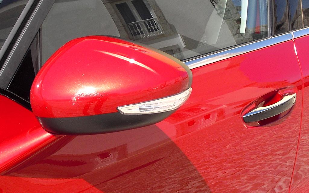 Citroën C4 Picasso: In die Außenspiegel sind Blinkleuchten integriert.