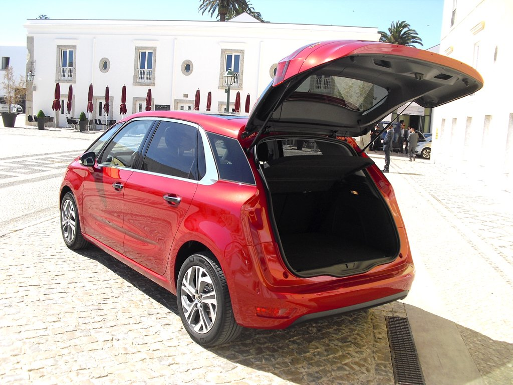 Citroën C4 Picasso: Ins Gepäckabteil passen 537/630 bis 1709 Liter hinein.