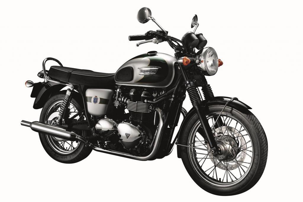 Die Triumph Bonneville T100 betört mit ihrer klassischen Zweifarblackierung und den Speichenrädern und ähnelt rein optisch am me