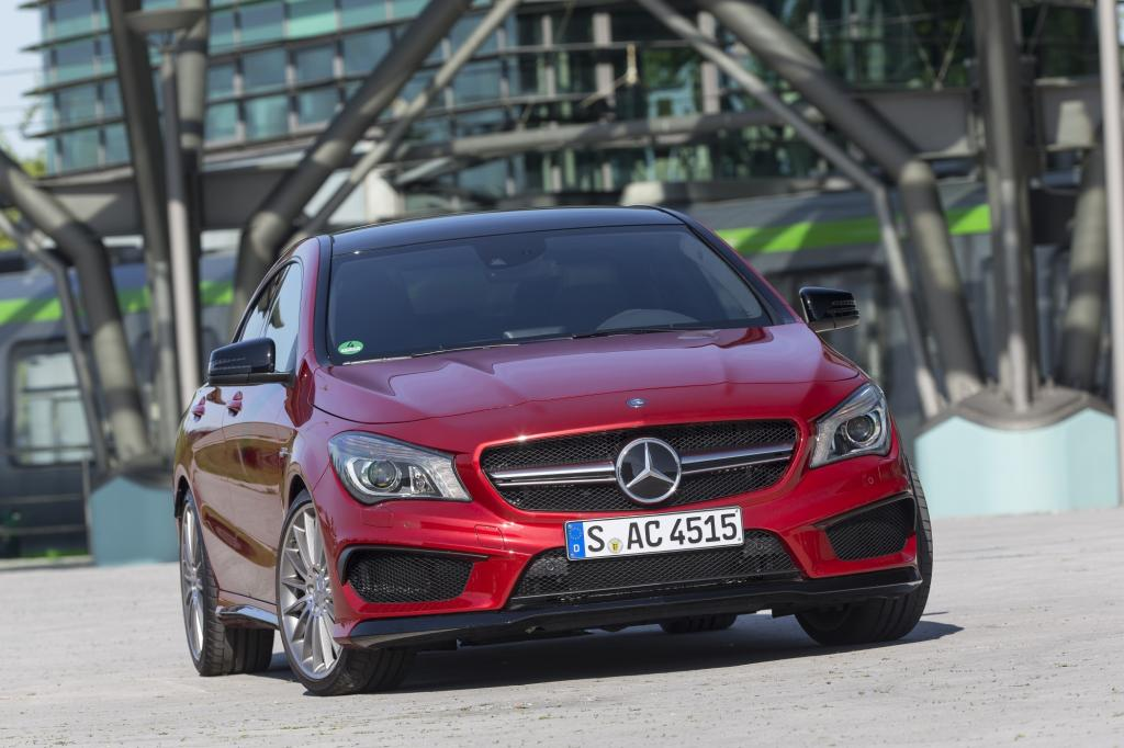 Die sportliche Mercedes-Tochter AMG hat mit dem CLA 45 neuerdings einen famosen Vierzylinder im Angebot