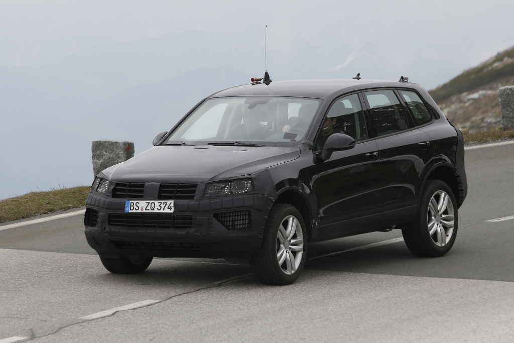 Erwischt: Erlkönig VW Touareg Facelift – SUV in Uniform